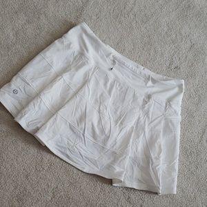 Lululemon pleated skirt, size 6, EUC